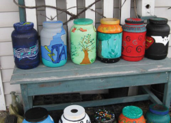 Students make jars for library fundraiser