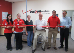 Wireless Zone celebrates grand reopening