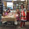 Kids make gifts at library