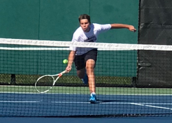 Red Hawk tennis takes wins against South Christian, Northview