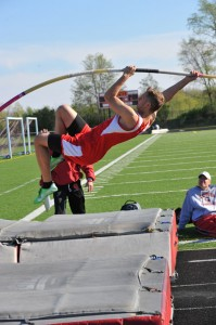 Tyler Hindenach in the pole vault