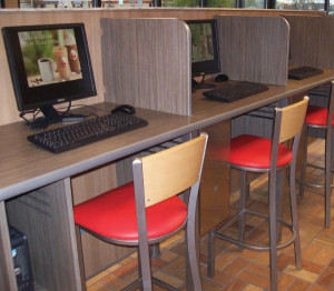 -BUS-Burger-King-computer-stations