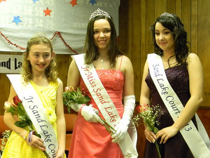 Junior Miss Sand Lake and her court.
