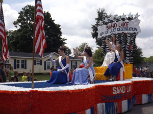 N-Sand-Lake-parade-Queen
