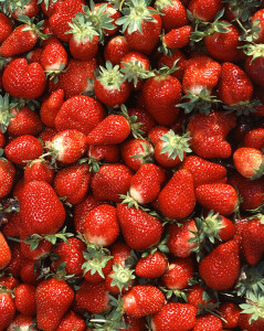 DIG-Fresh-market-strawberries