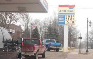 Drivers are lining up to take advantage of the lower gas prices. They fell to $1.94 this week. Post photo by L. Allen.