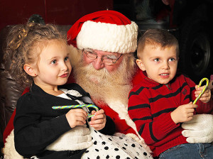 Kids will have a chance to meet Santa Claus and tell them their wishes on Saturday, December 5, when he comes to Cedar Springs. Photo by Bailiwick Studios from Rockford, MI (http://creativecommons.org/licenses/by-sa/2.0)], via Wikimedia Commons.