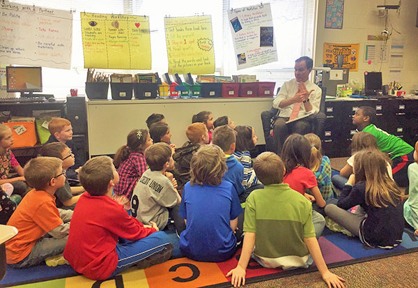 N-Attorney-General-Schuette-reads-Beach-2nd-Graders