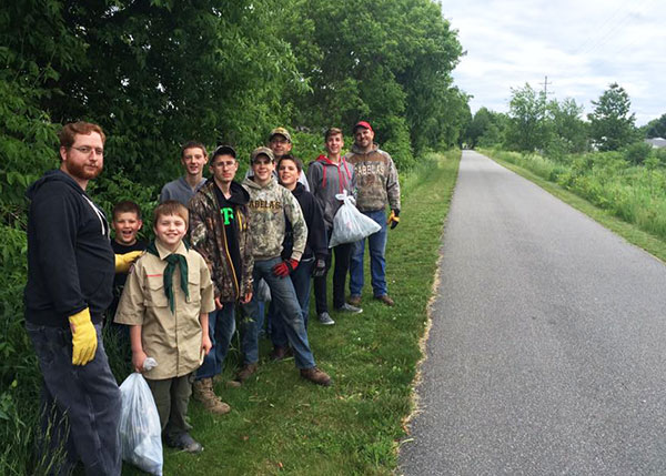 N-Boy-Scouts-clean-up-trail