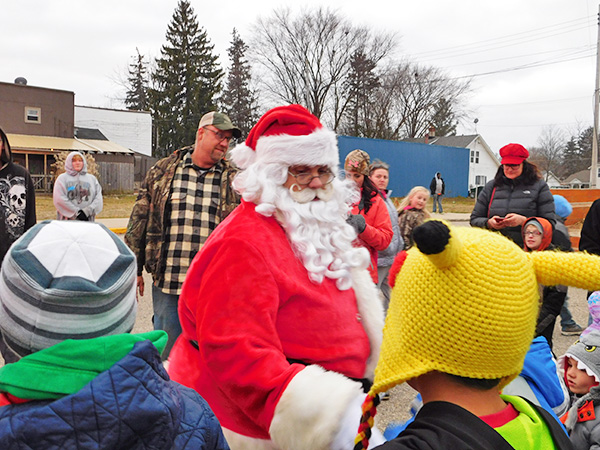 Santa mingled with the children before the tree lighting ceremony last Saturday. Post photo by J. Reed.