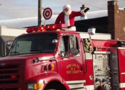 Santa arrives in Sand Lake