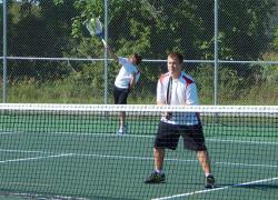Tennis team wins one, loses one last week